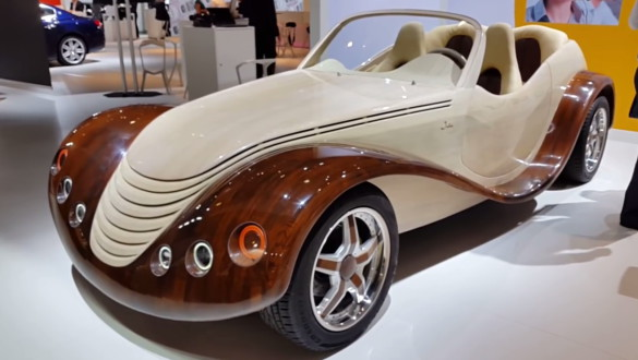Júlia - fából készült autó