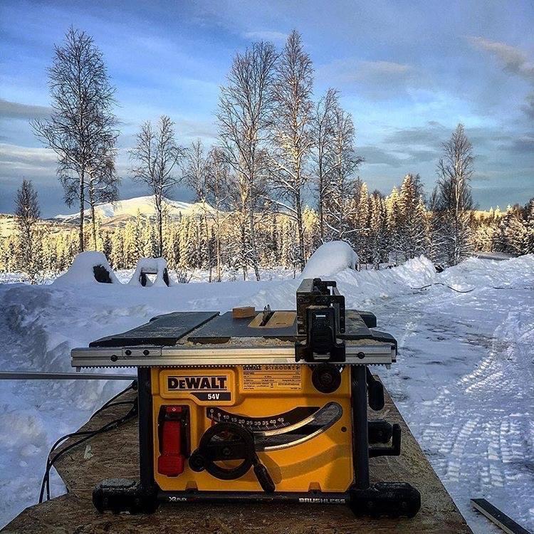 Dewalt FlexVolt körfűrész a svéd hidegben