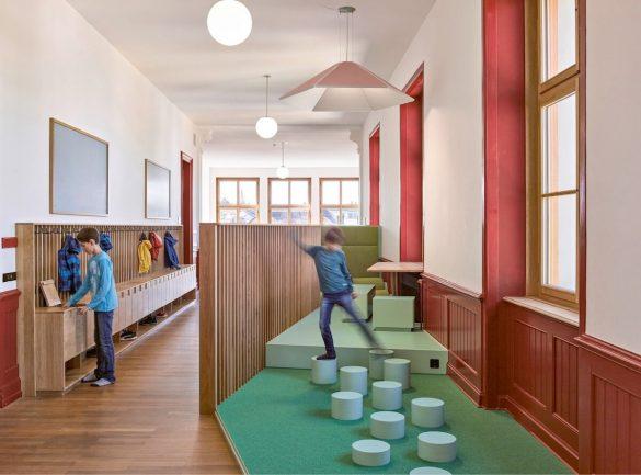 Kortárs iskolai tér tervezés egy neoreneszánsz épületben